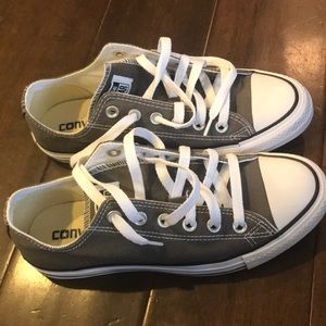 Women's converse. Worn once indoors. Size 7.